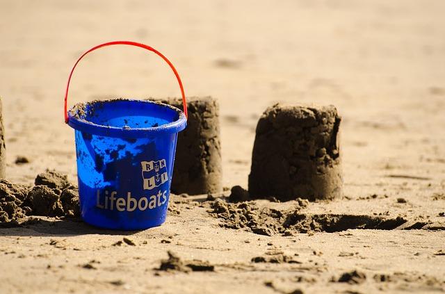 bucket-164265_640