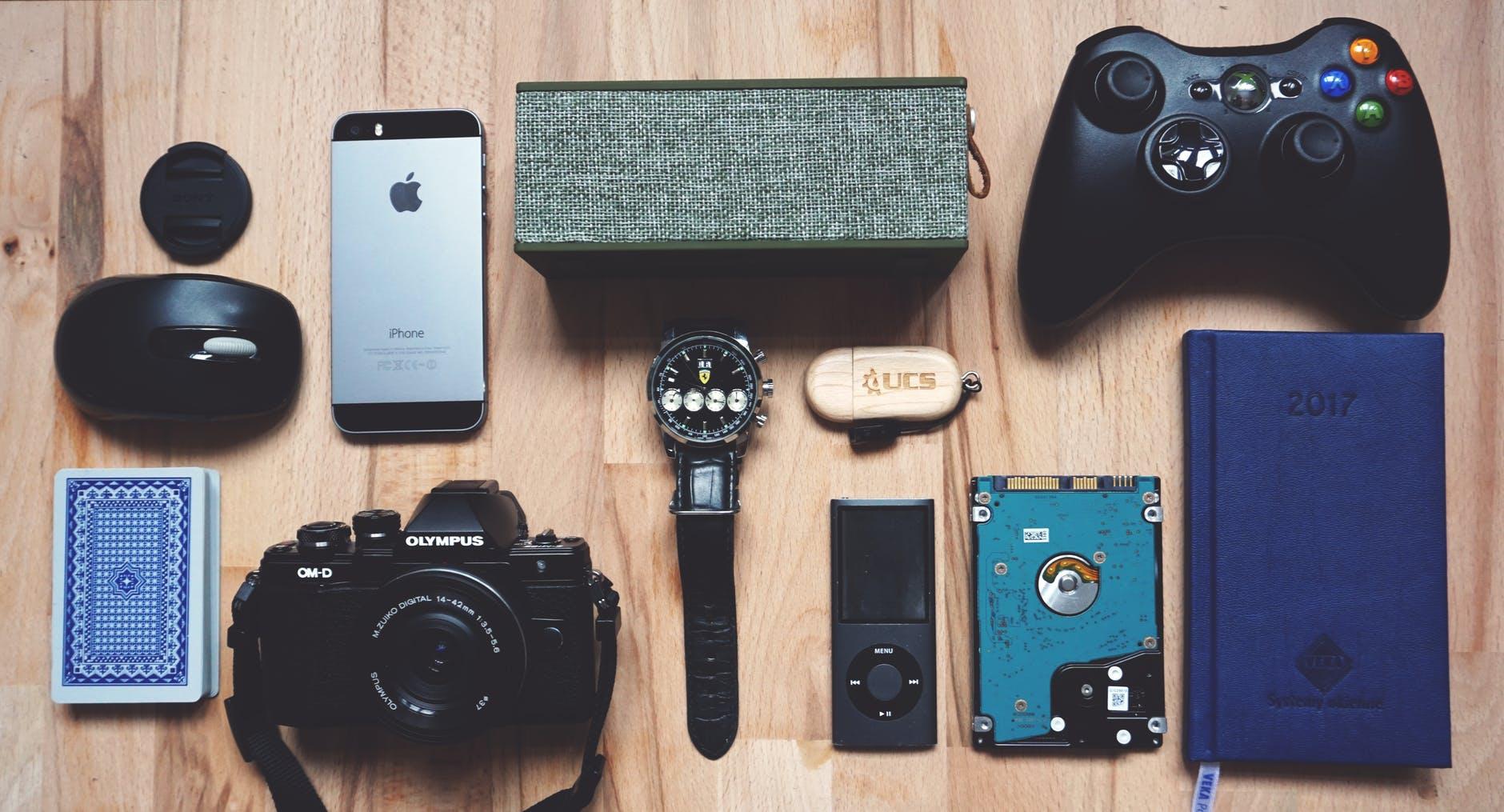 gadgets-tourist-needs-summer-escapade